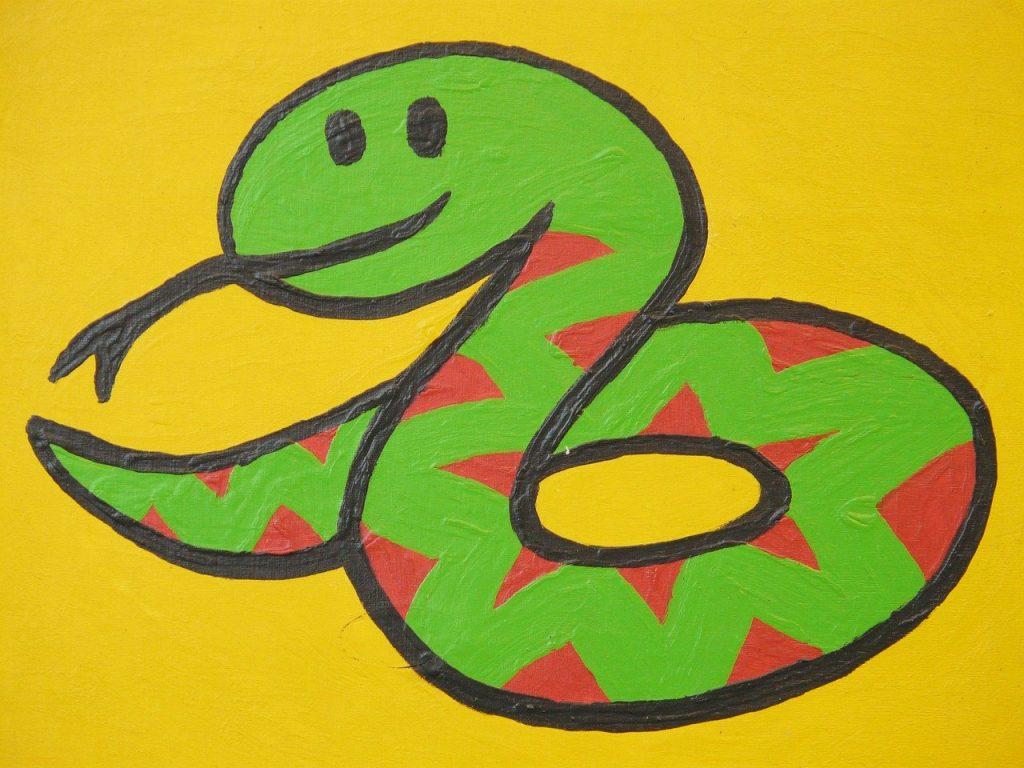 全身連動して動くので肩こりや腰痛を知らないヘビ